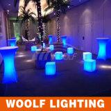 LEDの立方体家具によって照らされるLEDの立方体の椅子