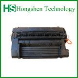 Une nouvelle cartouche d'encre 81CF281D'une cartouche de toner compatible
