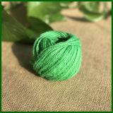 Haciendo alfombra de color yute guita