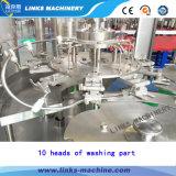 Petite ligne remplissante de l'eau minérale d'usine