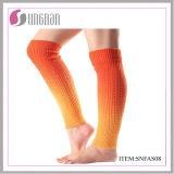 새로운 디자인 동점에 의하여 염색되는 뜨개질을 한 여자의 다리 온열 장치