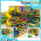 Campo de jogos interno interessante comercial das crianças grandes