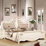 Элегантный отель в европейском стиле резного белой деревянной кровати