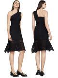 Один из плеча платье снижение экономической активности с кружевной Kneeless платье черный порванный жгут платья