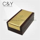 Cadre de empaquetage de parfum en bois de fini de piano avec le cuir d'unité centrale d'or sur le dessus