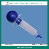 medizinische Wegwerfspritze 3-Parts mit angebrachter Nadel in der PET Verpackung