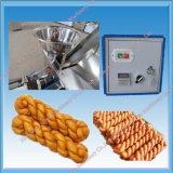 Le beignet chinois a fait frire la torsion de la pâte faisant la machine