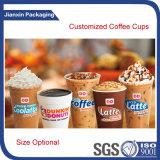 Effacer la tasse de café en plastique glacé avec couvercle