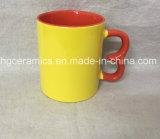 特別なハンドルのコーヒー・マグ、新しい形の陶磁器のマグ