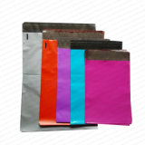 Los bolsos de envío del polietileno al por mayor colorearon bolsos polivinílicos coloreados sobre del anuncio publicitario