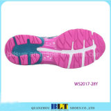 Blt femmes exécutant style athlétique de confortables chaussures de sport