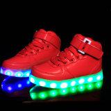 Los hombres coloridos que brillan intensamente/las mujeres de los zapatos superiores de la venta LED encienden para arriba a amaestradores