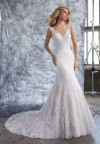 人魚の花嫁のウェディングドレスに玉を付けるスパゲッティレース