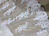 Aoliweiyaの花嫁のサテンのレースのウェディングドレス