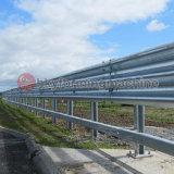 La formación de equipos para la autopista de la junta del guardarraíl