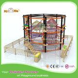Campo de jogos atrativo do equipamento de treinamento do curso da corda dos miúdos