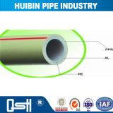 El calor de tuberías de suministro de agua fría y conexiones del tubo de polipropileno PPR al azar