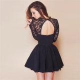 Frauen sehen durch Backless Vorderseite-geöffnetes schwarzes Abend-Partei-Kleid