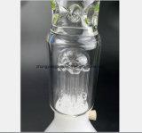 Glace blanche transparente au bas de la conduite d'eau en verre