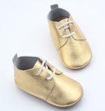 Venda por grosso de Bebé de fábrica de calçado Oxford Calçado em couro de ouro do bebé menina Sapatas do bebé