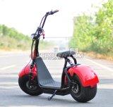 Più nuova città che guida motociclo elettrico per trasporto personale