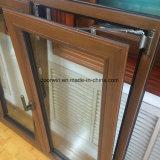 Incline e gire a janela de madeira