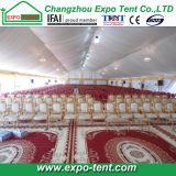 Grande tente à canopée pour église avec chaises