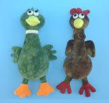 Het zachte Stuk speelgoed van de Kip van de Pluche en van het Huisdier van de Eend met binnen Squeaker