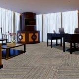 -瀝青の裏付けが付いている1/10枚のゲージの平らなループオフィスまたはホテルまたは家のフロアーリングのカーペットのタイル印象づけなさい