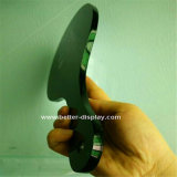 La main acrylique noire composent le miroir avec le logo