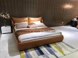 Base italiana nórdica do couro do quarto com pé de madeira