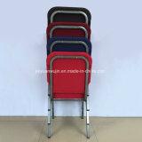 خصوم يكدّس كرسي تثبيت لأنّ كنائس عبادة