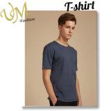 Le doux des vêtements de l'homme respirent le polyester de tissus ou le T-shirt de coton