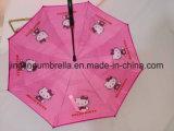 Neuer umschaltbarer Regenschirm mit Automobil. Geöffnet