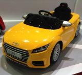 Passeio licenciado TTS dos miúdos de Audi no carro com de controle remoto