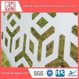 Corte a Laser em alumínio com pintura metálica perfurada na parede lateral de painéis de revestimento// fachada de arquitetura