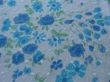 Het blauwe Af:drukken van de Bloem op de Katoenen Stof van Voil