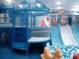 De BinnenSpeelplaats van kinderen voor het Centrum van de Recreatie