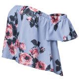 女性肩の不足分の袖の緩いブラウスの偶然の上の花の新しい