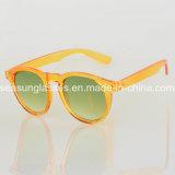 Le plastique léger de lunettes de soleil classiques encadre les lunettes de soleil 2018 de sport de mode