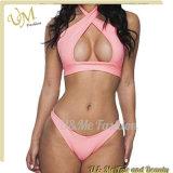 Süsser entzückender rosafarbener Quermädchenbandeau-Hohler-heraus Bikini