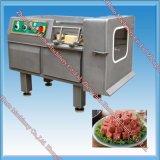 Замороженный резец кубика мяса для мяса отрезая обнажать