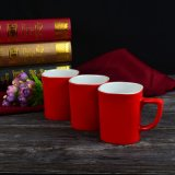 Taza de café de cerámica modificada para requisitos particulares roja en un precio bajo