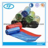 Sacs d'ordures de rebut de sacs de HDPE sur le roulis