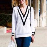 Il modo di lavoro a maglia del pullover del maglione del grande V collo delle signore comercia l'OEM all'ingrosso