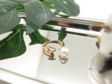 衣裳の女性の宝石類の金の指輪、恋人の真珠デザインリング