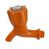 Le plastique PVC avec buse de l'eau du robinet d'alimentation (Q8075)