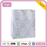 花模様の銀の洋品店の方法ギフトの紙袋