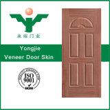 安いMDF HDFのメラミンか白いプライマーまたはベニヤは形成されたドアの皮を薄板にした