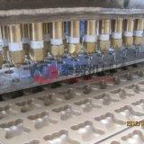 يشبع دب آليّة صغيرة مركزيّ يملأ بسكويت آلة